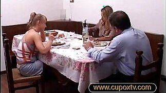 father fucks his daughter and her mother is doing the fingerings padre scopa l