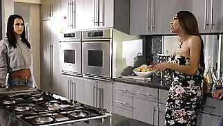 Tbabe Jessy Dubai deepthroats handsome Colby in the kitchen